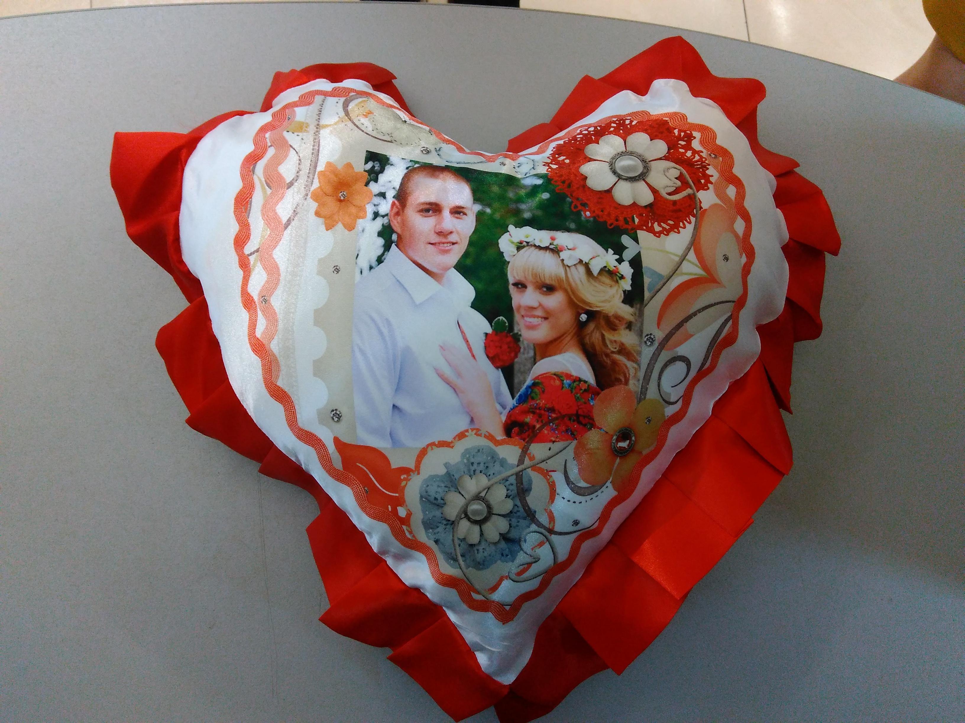фотопечать на подушках в виде сердца святой источник также